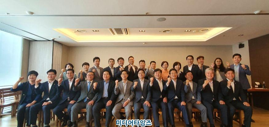 7.28-충남지역단체장시도의원 토론회 단체사진.jpg