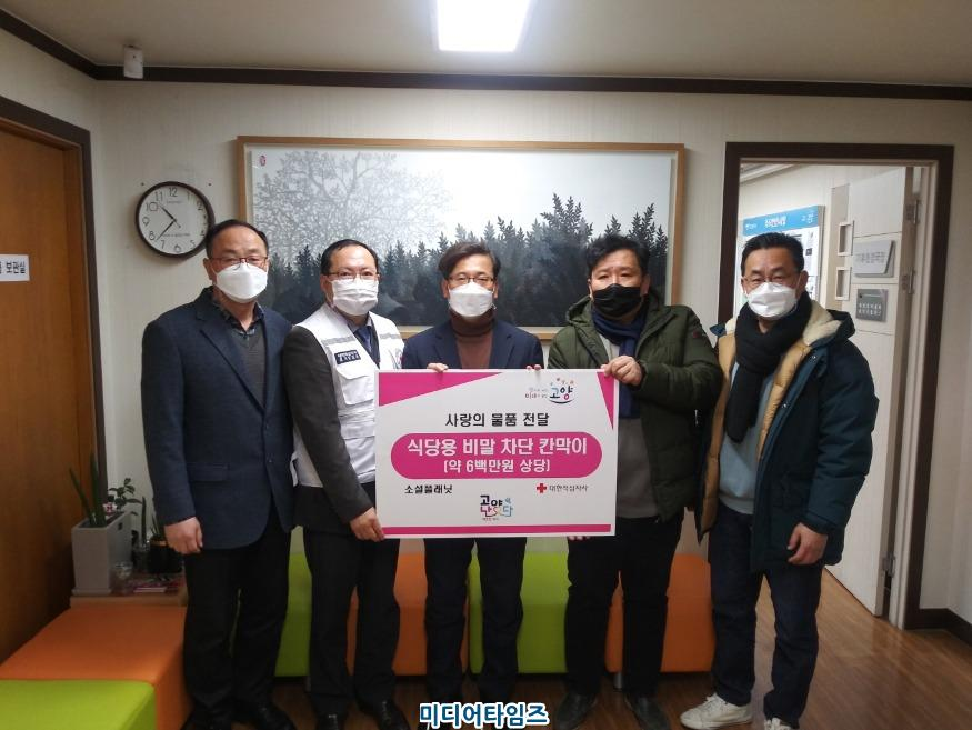 (01.08.1차) 2.고양시, 소셜플래닛에서 '비말 차단 칸막이' 기부_전달식.jpg