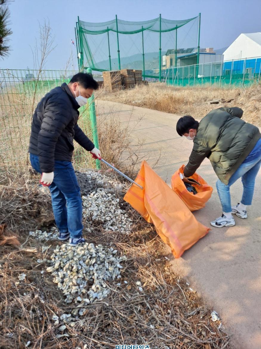 2021.3.14. 옹진군 보도자료(연평면 새봄맞이 환경정화 활동 실시) (1).jpg
